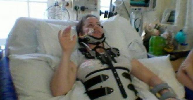 После аварии на мопеде внутри этой женщины начало что-то расти. Она приказала врачам оставить все, как есть…