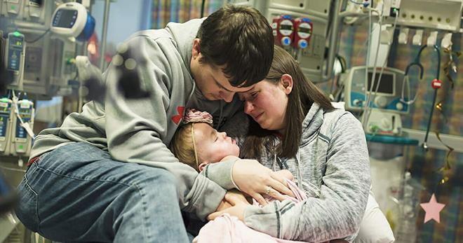 Фотограф сумел запечатлеть последний момент жизни 2-летней девочки, которая умерла, не дождавшись нового сердца