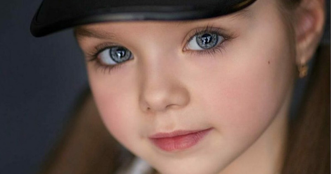 Ее называют самой красивой девушкой в мире — когда камера приближается к ее глазам, все сходят с ума!