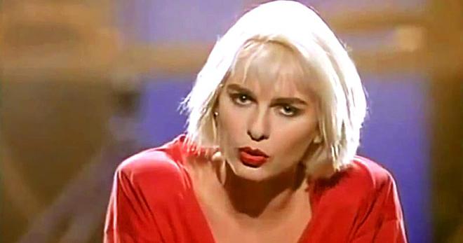 О, я помню — этот хит звучал еще 30 лет назад. Наверняка вы тоже любите эту старую песню!