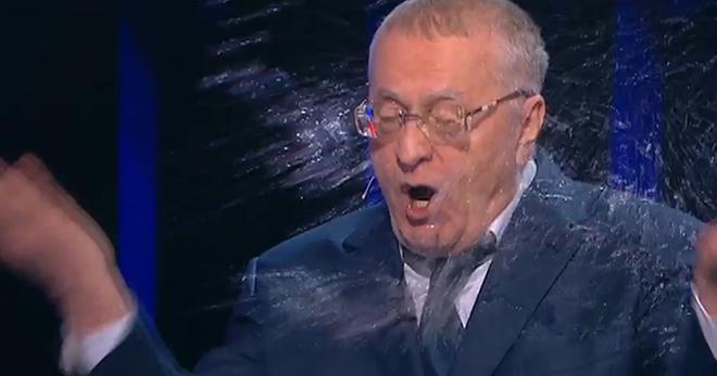 """Собчак облила Жириновского водой в ответ на """"отвратительную бабу"""""""
