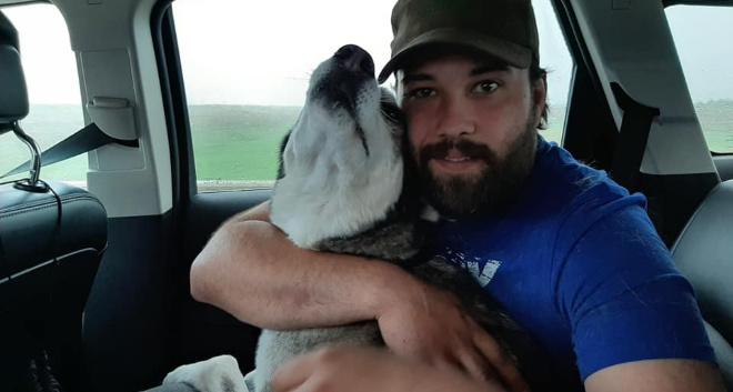 Парень потерял собачку и встретился с ней через 4 года