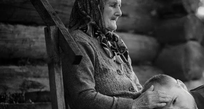 «Позаботься о моей маме!». Как мой знакомый при живой матери стал сыном другой женщины