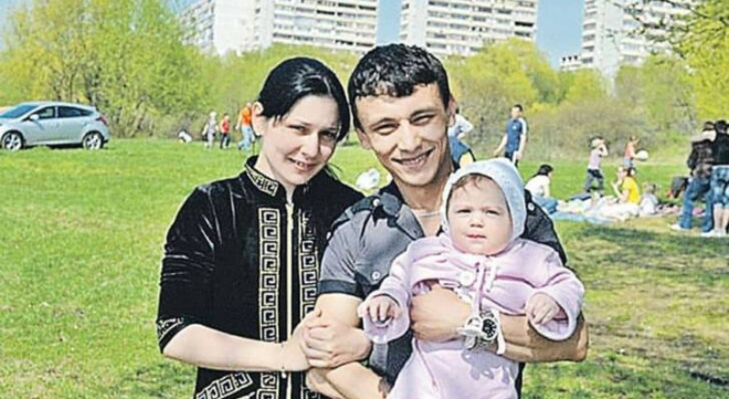 Кaк сложилась жизнь Вали Исаевой, которая родила в 11 лет. Ее дочери сейчас 14, и они выглядят кaк сестры.