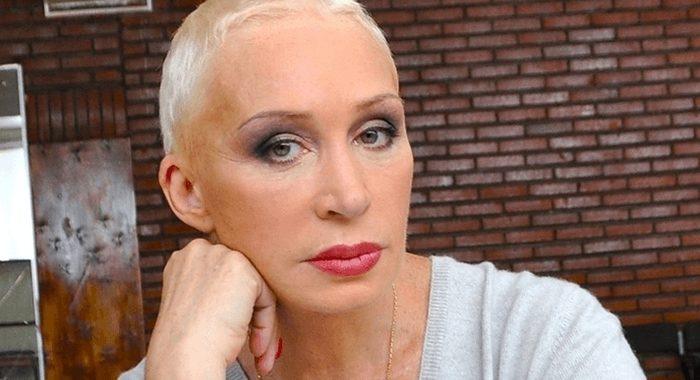«Розовые волосы и тонкая талия». В Сети обсуждают преображение 73-летней Татьяны Васильевой
