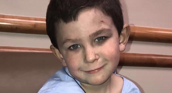 5-летний мальчик вытащил сестру из горящего дома, а потом вернулся за собакой