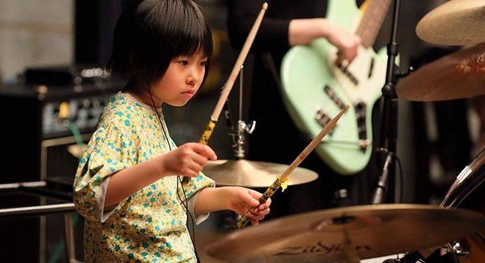 Японской девочке всего восемь лет, а она уже хочет стать лучшим ударником в мире