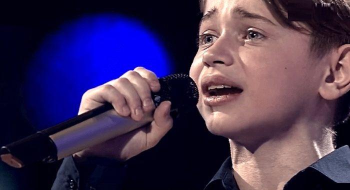 Мальчишка спел песню «Офицеры». Очень талантливо!