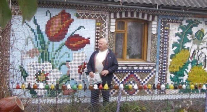 Пожилой мужчина сделал «вышивку» на своем доме с помощью пластиковых крышек