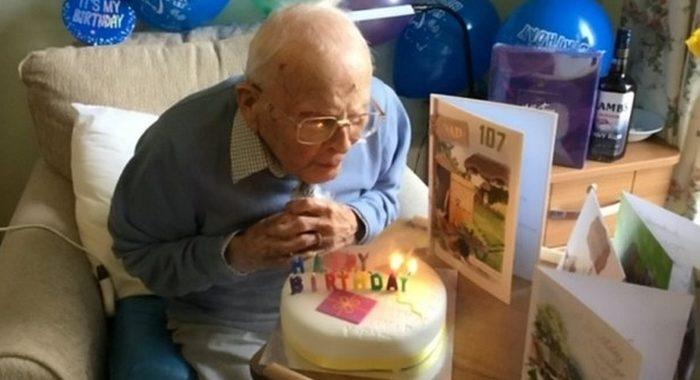 Ветеран Второй мировой из Британии отметил свое 107-летие в доме престарелых