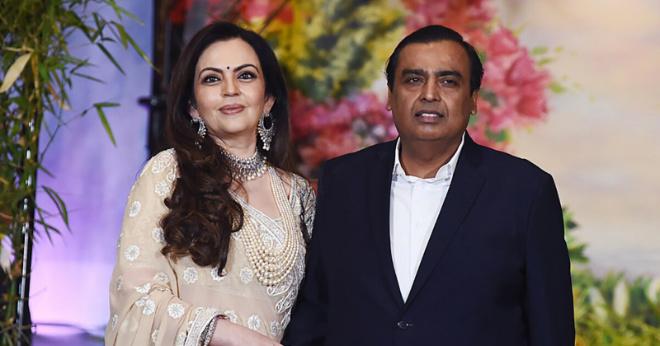 «Экзотичная красавица»: какие драгоценности носит жена самого богатого человека Индии?