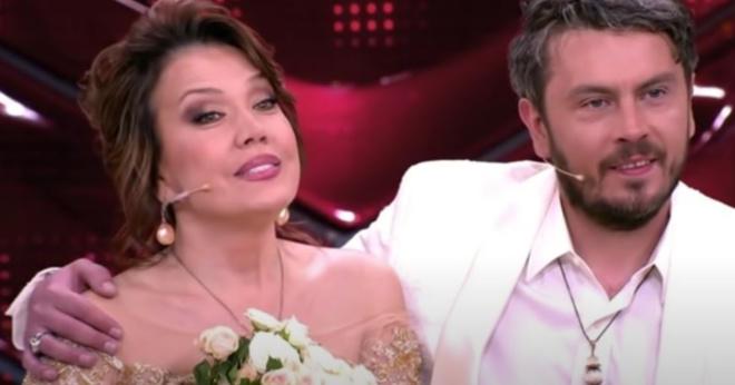 Певица Азиза сбежала от итальянского жениха накануне свадьбы